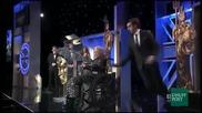 Саша Коен блъска 87-годишна старица в инвалидна количка от сцената