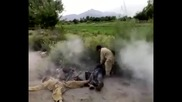 Пакистански деца играят на терористи-камикадзета