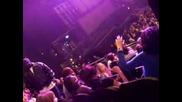 Rihanna & Ciara Гледат Концерт