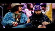 Джони Деп, носещ фланелка с лика на Джъстин Бийбър, и криещия се Ал Пачино