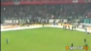 Нахлули фенове на Нюрнберг прекъснаха мача с Гройтер Фюрт