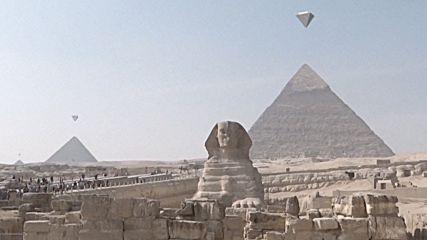 УНИКАЛНО НЛО над Египетските пирамиди и още нещо