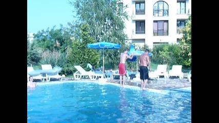 Скок в басейна