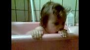 Пебълс в банята