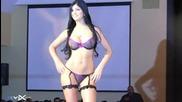Сексапилният модел на еротично бельо Mariana Davalos