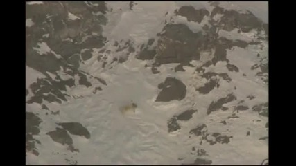човек пада от скала и оцелява!