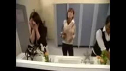 Смях: Жени се оправят в тоалетната с пърдене