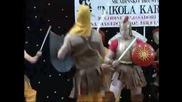 Смях! Македонци с гърцки доспехи играят на българска музика и се бият с перси - македонизъм