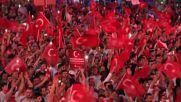 Поредна нощ на празненства в Турция след осуетяването на преврата