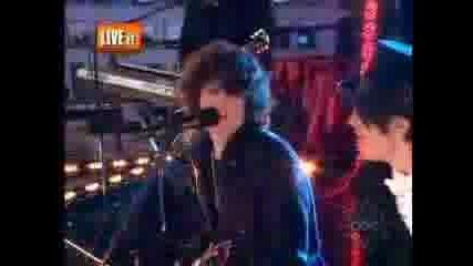 Jonas Brothers, Miley Cyrus - New Years Eve