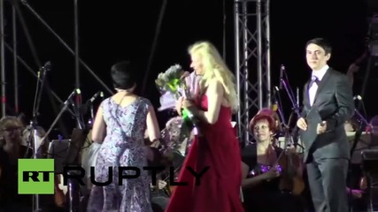 Ukraine: World-famous Ukrainian pianist Lisitsa plays in Donetsk