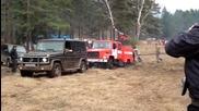Mercedes G-класа вади затънал в калта пожарен автомобил!