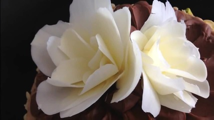 Шоколадови цветя - украса за торти