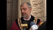 Ректорът на СУ Иван Илчев символично отключи вратата на училището