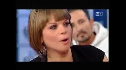 Alessandra Amoroso in lacrime da Lorella Cuccarini a Domenica in