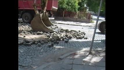 """Паднаха оборотите на търговците от ул. """"димитър Талев заради ремонта на улицата"""