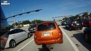 Шофьор заспива на светофара