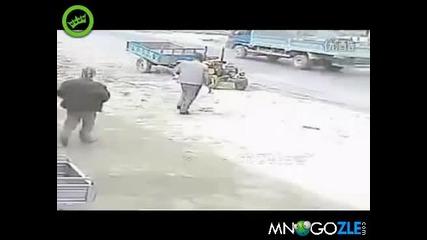 Трактор срещу пияни руснаци