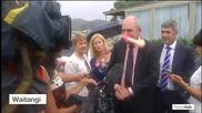 Политик от Нова Зеландия беше ударен в лицето с дилдо!