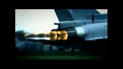 Bugatti Veyron срещу самолет изтребител !