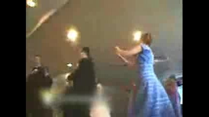 свадбари танцуват супе яко