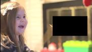 Малко момиченце се радва от сърце на новия филм Star Wars