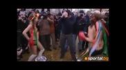 Голи украинки се боксираха в центъра на снежно-бяла София+18