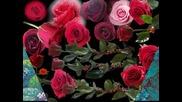 Червени рози за дамата в синьо