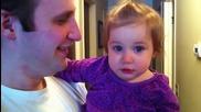 Момиченце плаче за брадата на татко си