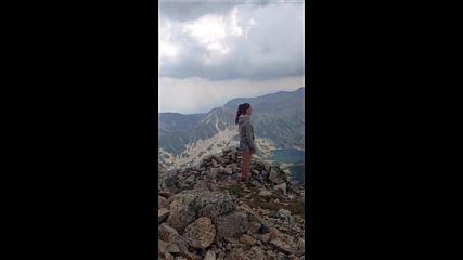 Българско момиче пее уникално в Пирин планина