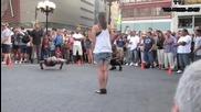 Талантлив човек взривява уличната публика
