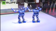 "Роботи танцуват ""Gangnam Style"""