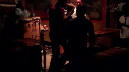Джъстин Бийбър свири с Африканска група (: