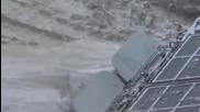 Руски танк Т-90 затъва в кална локва.•инцидент,смях.