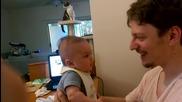 Бебе се обяснява в любов на своя баща