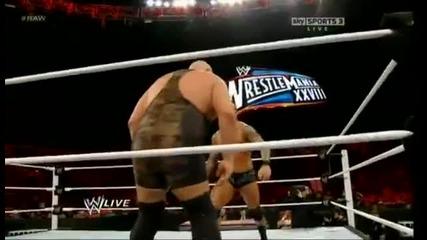 Грамадата срещу Ортън - Raw 02.13.12