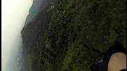 Wingsuit перфектно уцели целта , премина като изтребител през тесен процеп на скала !