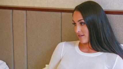 Nikki Bella talks the single life with Nia Jax: Total Bellas Preview Clip, Jan. 20, 2019