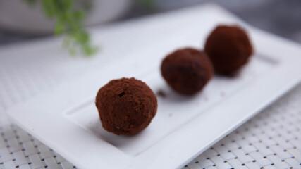 Шоколадови трюфели с кафе и лешници | Джъстин Скофийлд