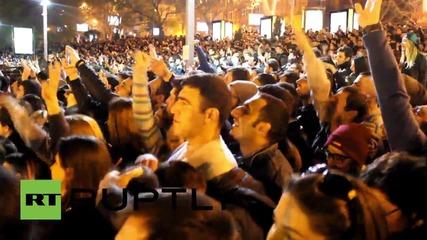 Армения: Kanye West скача в езеро по време на безплатен концерт в Ереван