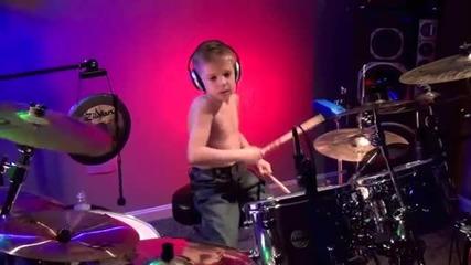 6-годишен барабанист изпълнява Master of Puppets на Metallica :)