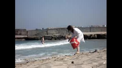 Как Се Къпе Кон В Морето