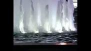 Музиката на Дмитрий Маликов в отблясъците на струите на нощен фонтан