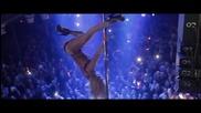 Секси красива мацка номер едно в танца на пилон (dance pole)