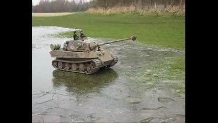 1 / 6 танк - пързаляне на лед