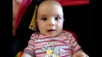 Най - заразния смях на света - бебето Лора