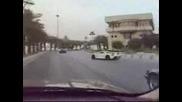 Porsche Carrera Gt Vs Bmw M5 Цепят Мрака с Фенерче
