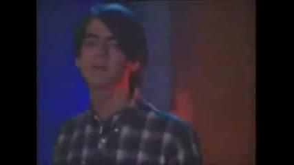 Jonas Brothers - Tell me why песен от епизод на Джонас) (бг Превод)