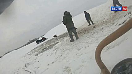 Коне попадат във воден леден капан