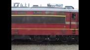 товарен влак преминава през централна гара Пловдив